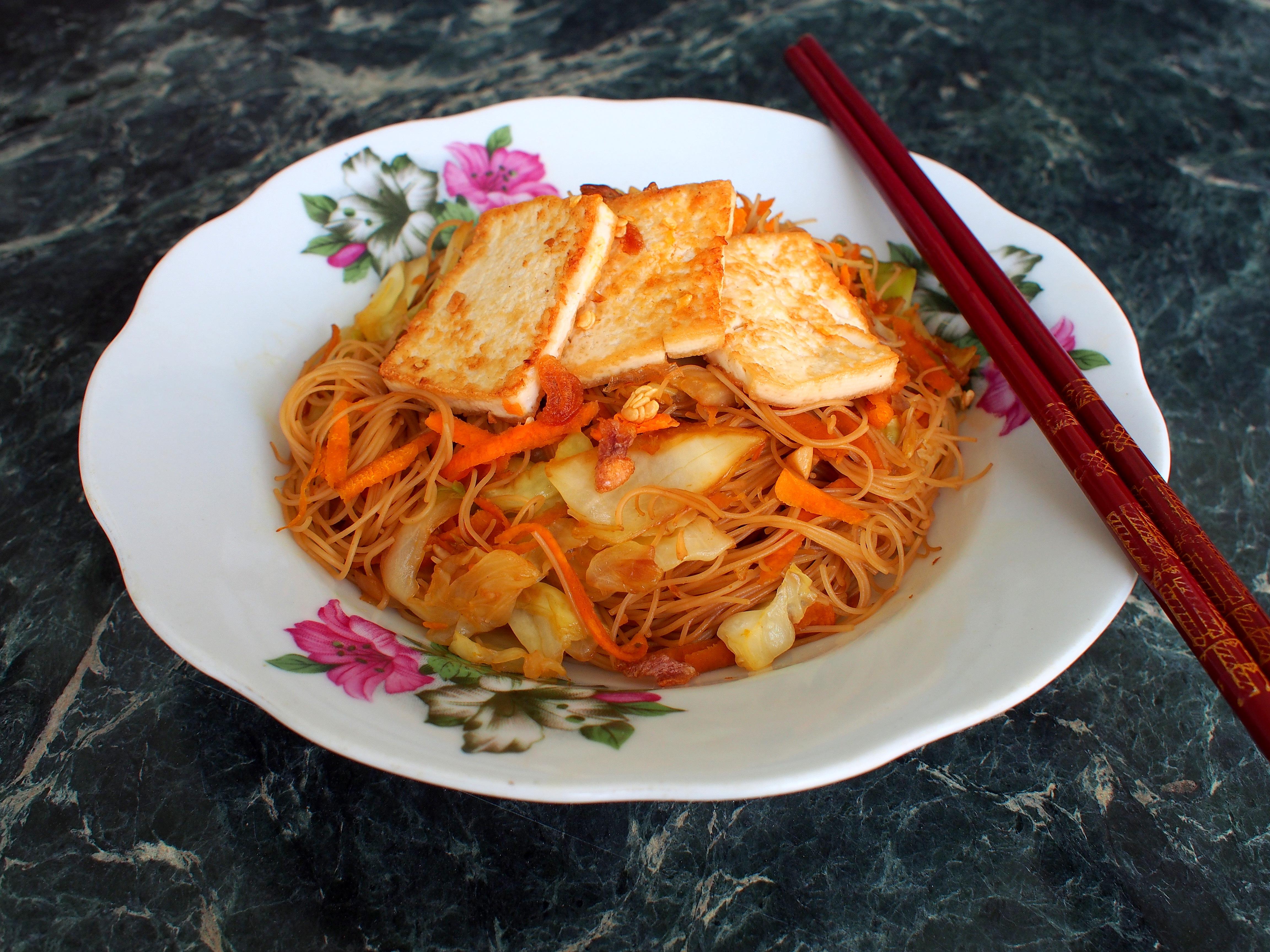 Stir-Fried Vegetarian Singapore Rice Noodles