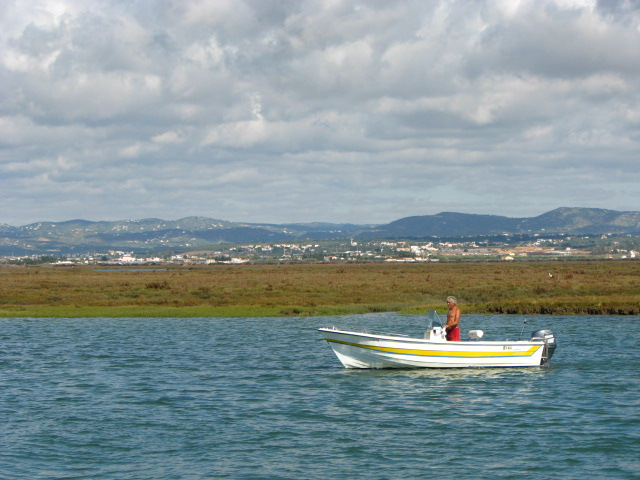 Fall into faro deserta island eat the wind for Desert island fishing